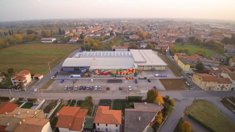 Biocosm'ethics il nuovo stabilimento di Castigliano, murales di Andrea Koes